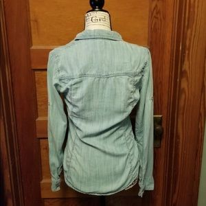 cloth & stone Tops - Cloth & Stone Chambray Button Up Small Blue Top